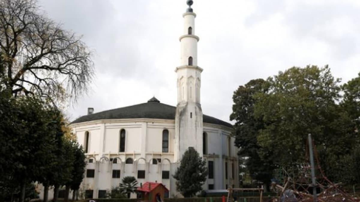 Brüksel'de Müslümanlara koronavirüse karşı moral için ezanlar ilk kez minareden okundu