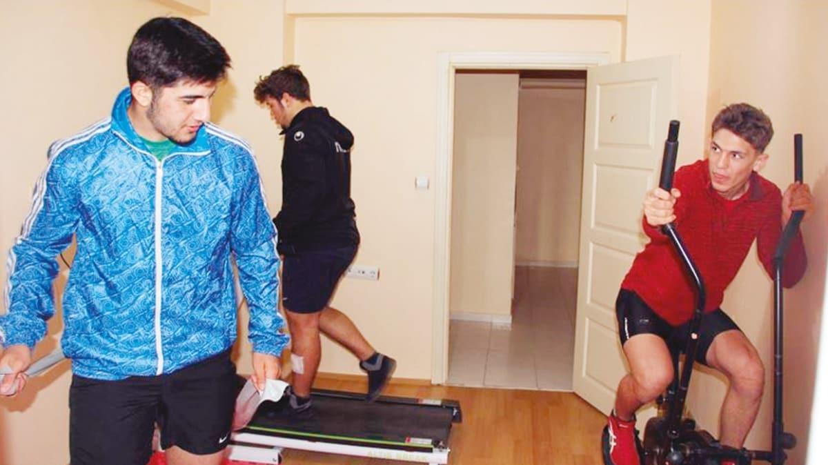 Milli güreşçiler kapıcı dairesinde form tutuyor
