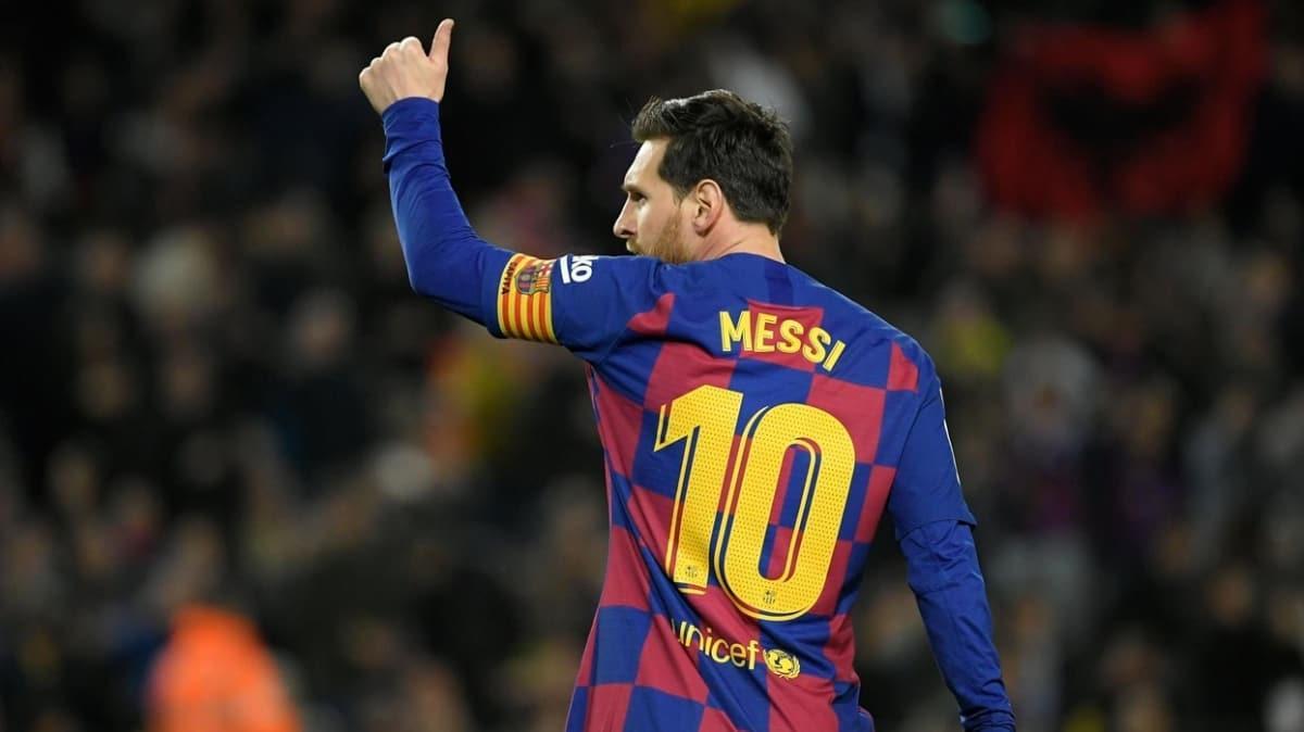 Barcelona'da A takım futbolcuları maaşlarında yüzde 70 kesintiye gitti