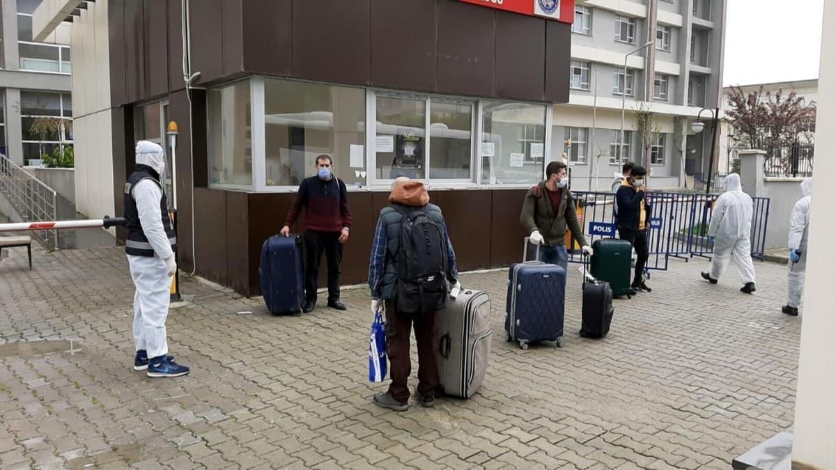 Cezayir'deki 450 Türk işçi Aydın'daki öğrenci yurtlarına yerleştirildi