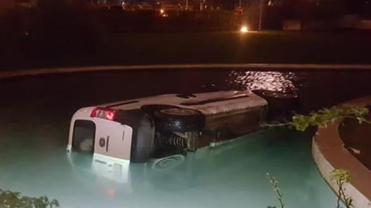 Alkollü sürücü lüks sitedeki havuza aracıyla daldı