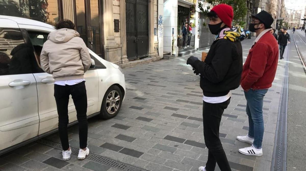 İstiklal Caddesi'nde tokalaşan 3 kişiye para cezası