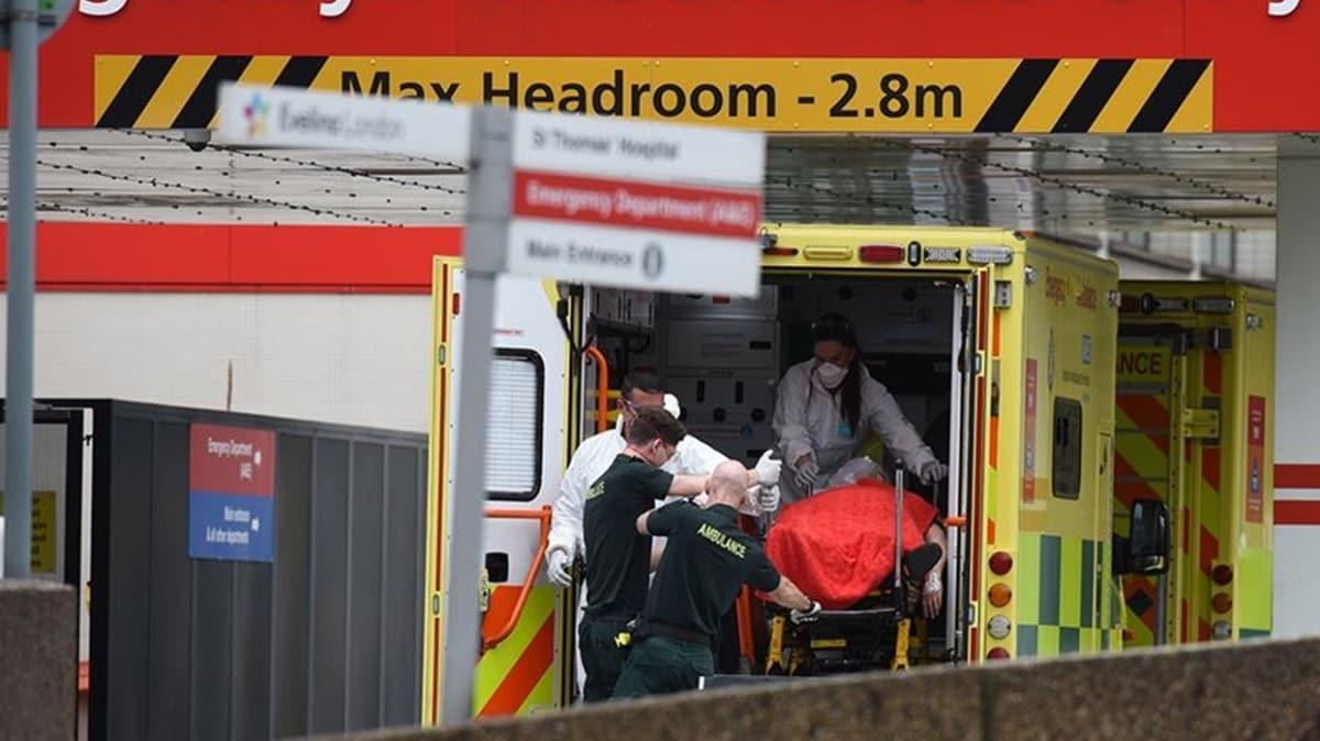 İngiltere'de Kovid-19 nedeniyle ölenlerin sayısı son 24 saatte 980 artarak 8 bin 958 oldu