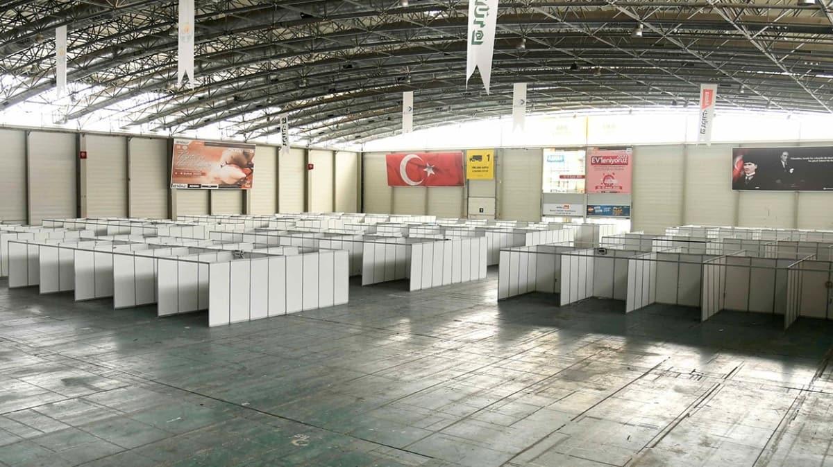 CHP'li Büyükşehir Belediyesi fuar alanına hastane görünümü verdi
