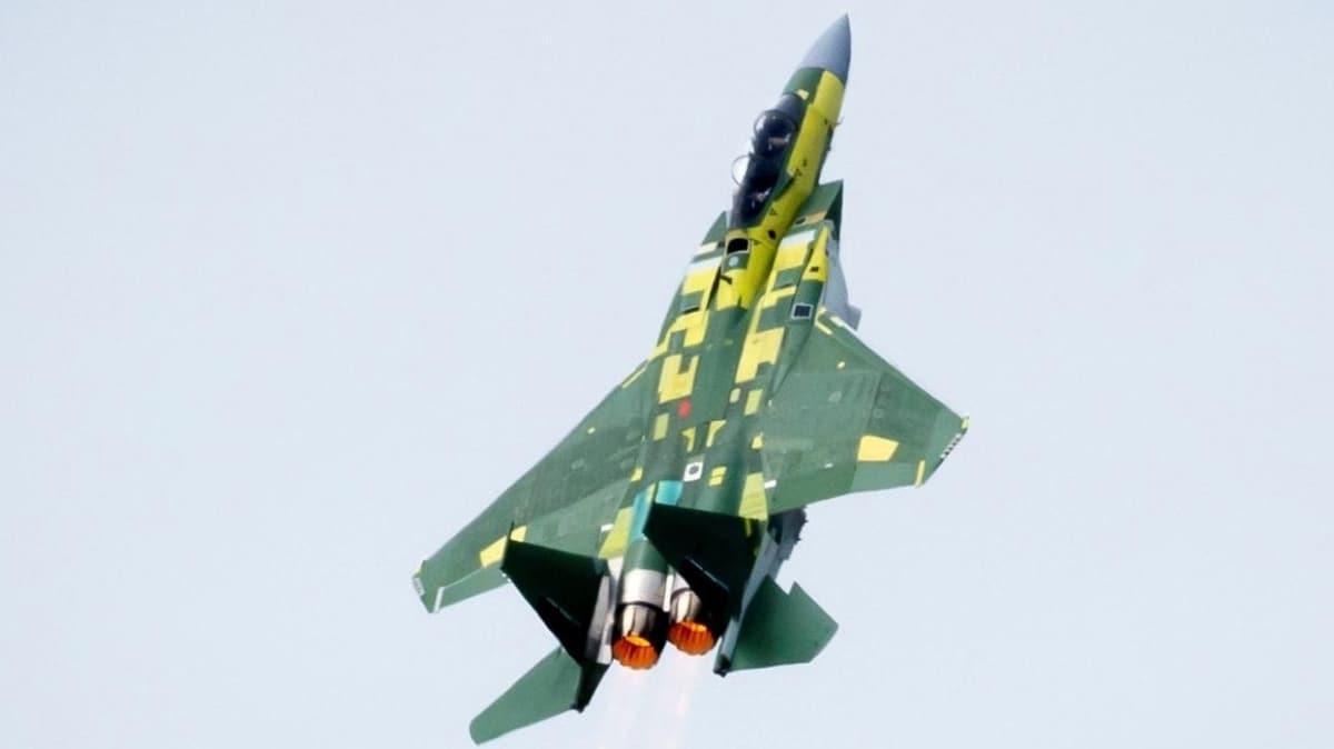 Katar için geliştirilen F-15QA savaş uçağı ilk uçuşunu yaptı