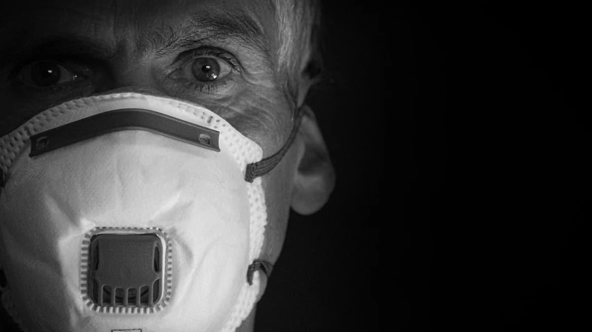 Dikkat çeken koronavirüs tavsiyesi: 1 yıl daha maske takılmalı
