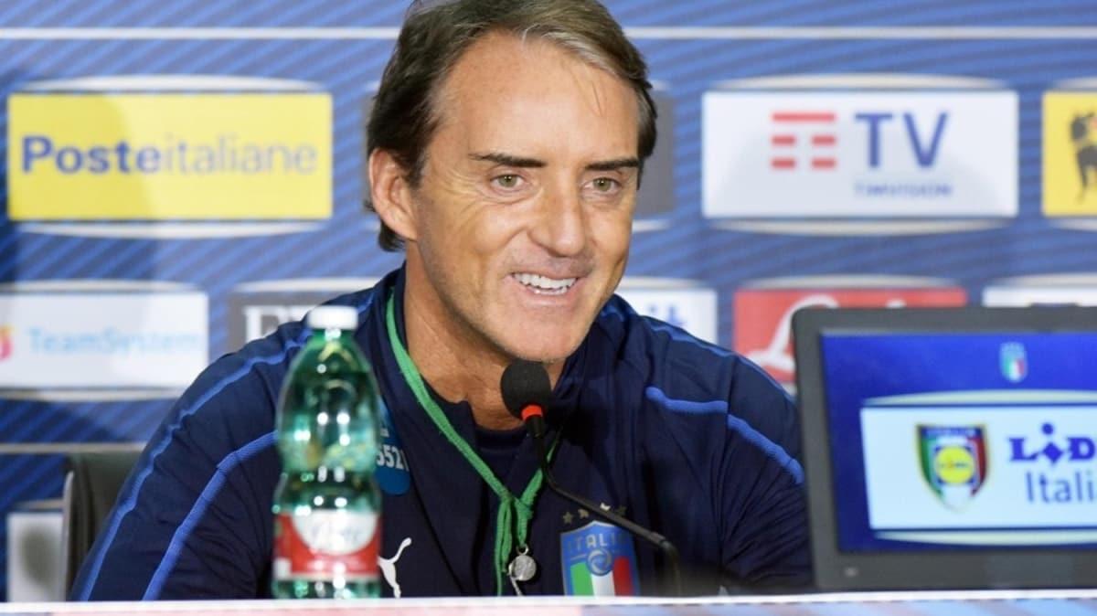 Mancini'den Zlatan yorumu: Messi ve Ronaldo ile...