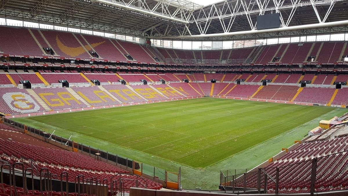 İstiklal Marşı coşkusu Galatasaray Türk Telekom Stadyumu'nu da sardı