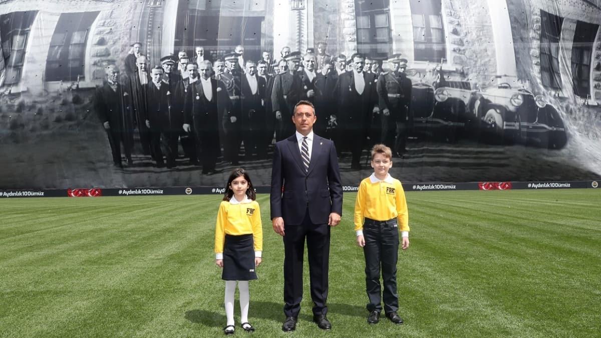 Fenerbahçe'den 'en büyük pankart' unvanlı 23 Nisan kutlaması