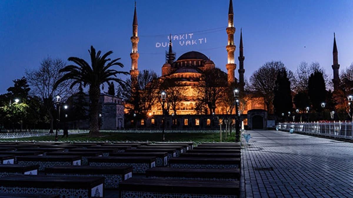 Her yıl dolup taşıyordu... Sultanahmet Meydanı'nda koronavirüs sessizliği