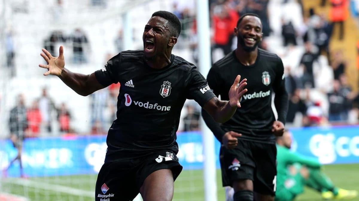 Beşiktaş'ta Pedro Rebocho ve Abdoulay Diaby ile yollar ayrılıyor