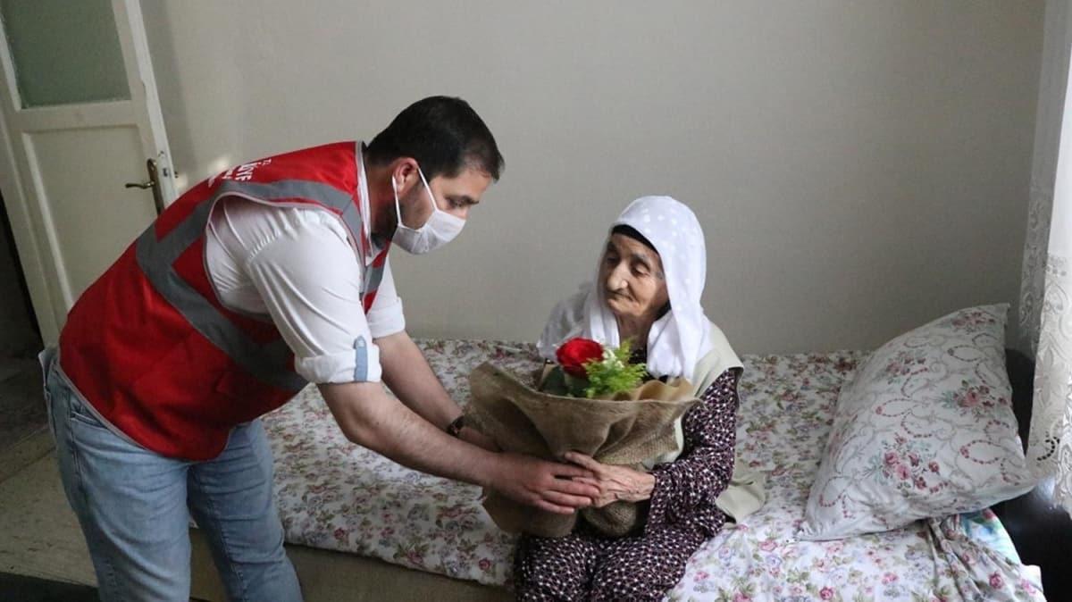 Şanlıurfa'da, TBMM'yle yaşıt 57 kişiye sürpriz doğum günü kutlaması