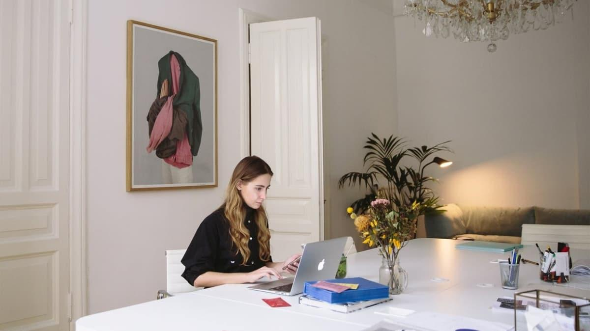 """Ev hayatıyla iş hayatı nasıl ayrılmalı""""  Evden çalışmak verimi düşürür mü"""""""