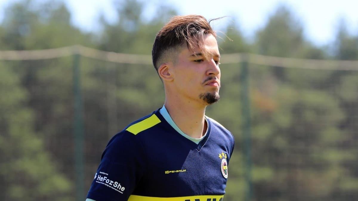 Fenerbahçe, devlerin kıskacında olan Altay Bayındır'ı takımda tutma kararı aldı