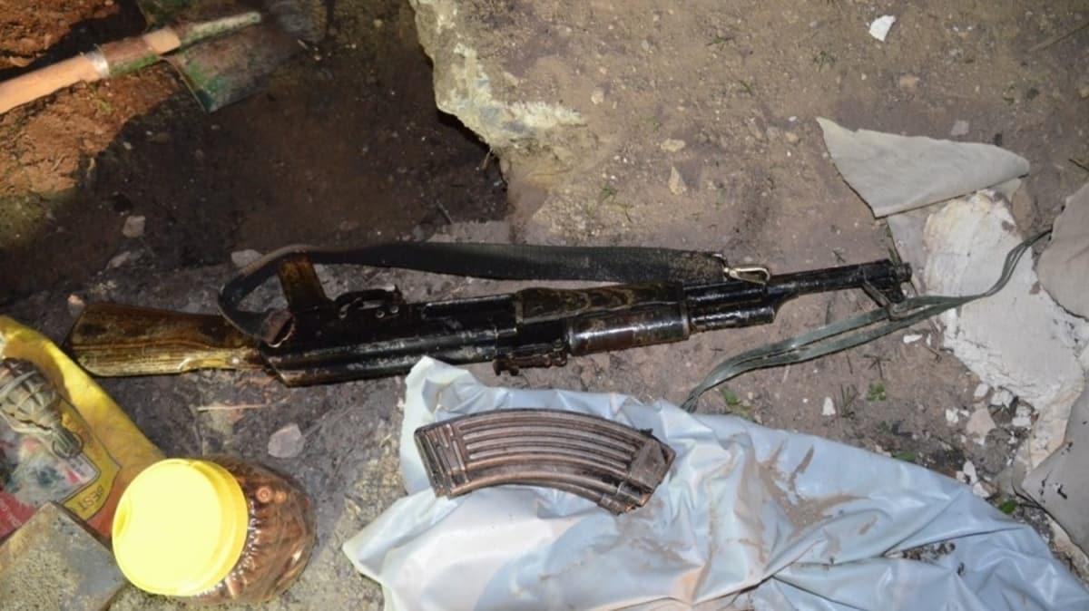 Van'da toprağa gömülü silah ve mühimmat ele geçirildi