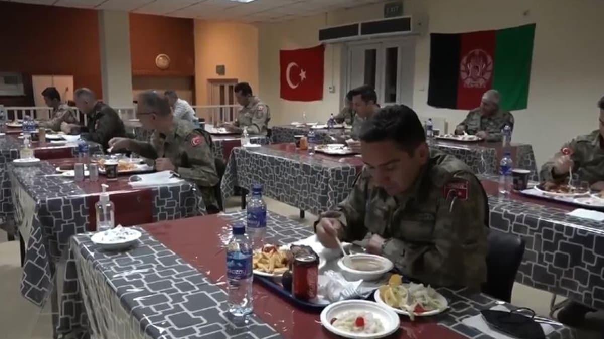 MSB, yabancı ülkelerde görevli Mehmetçiğin ilk iftar görüntülerini paylaştı