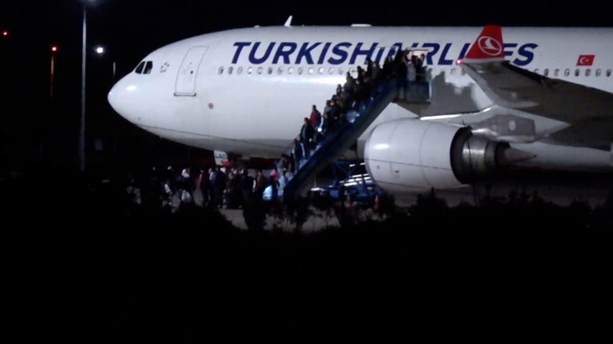 Kazakistan'dan getirilen 164 vatandaş Balıkesir'deki yurtta karantinaya alındı