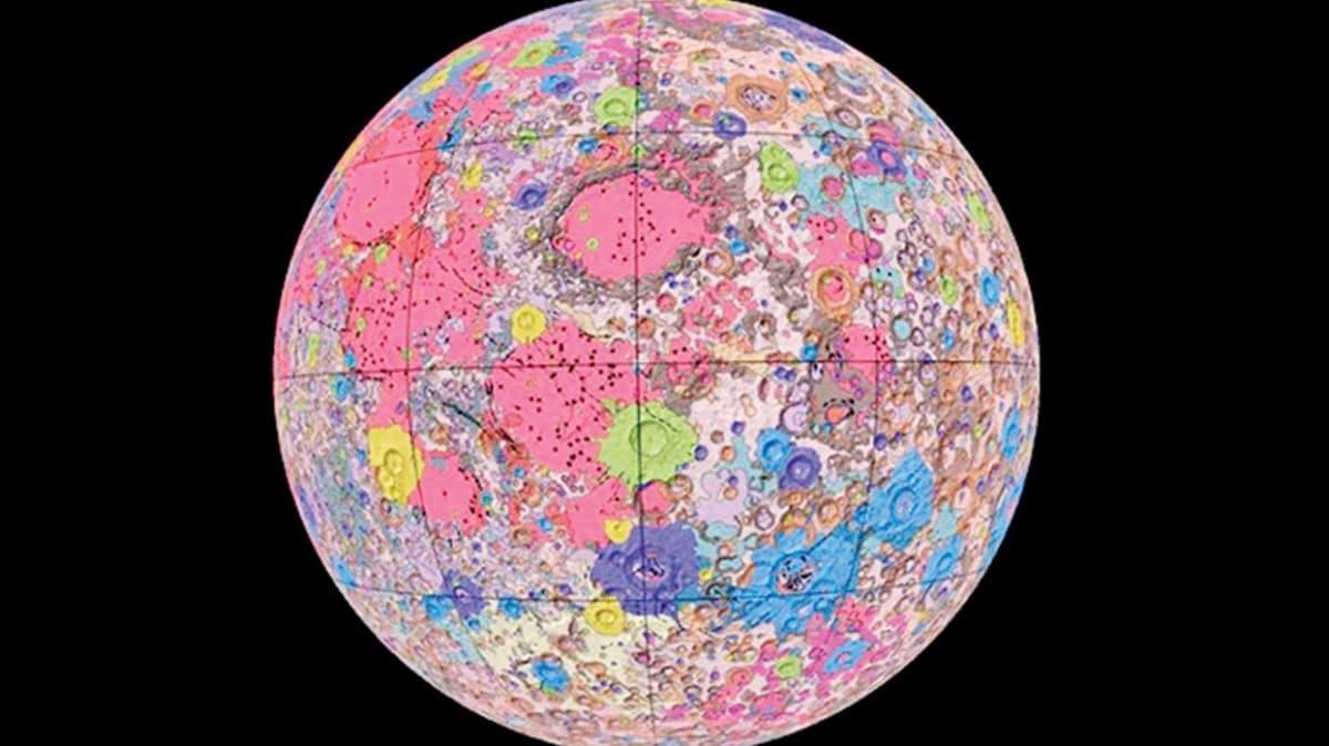 Ay'ın haritası çıkarıldı