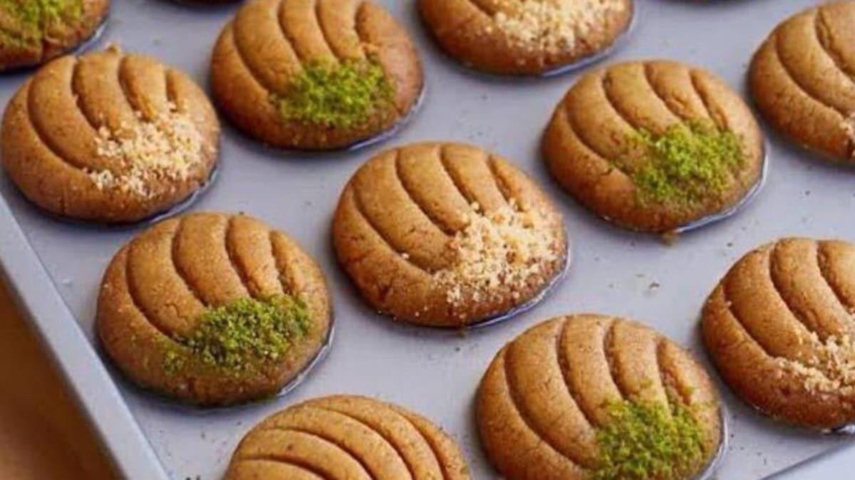 Evdeki malzemelerle kolay midye tatlısı tarifi  Midye tatlısının yapılışı ve malzemeleri