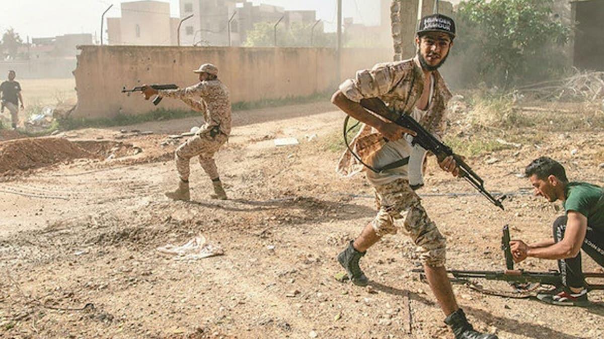 Hafter milisleri Trablus'un merkezinde sivilleri bombaladı