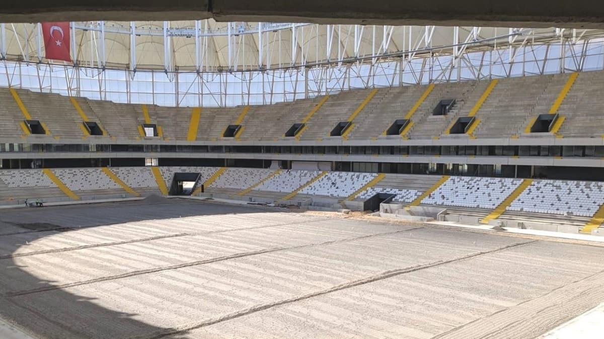 Yeni stadın koltuk rengi için Vali Sonel de devrede