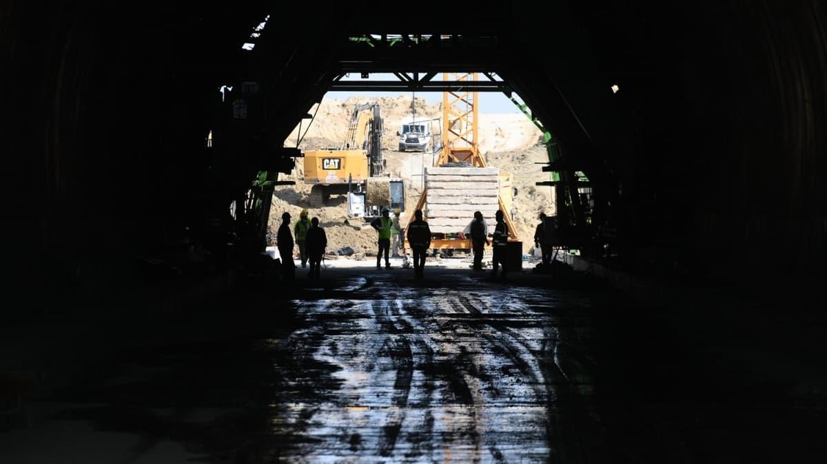 """Bakan Karaismailoğlu """"Halkalı-Kapıkule Demir Yolu"""" inşaatında incelemelerde bulundu"""