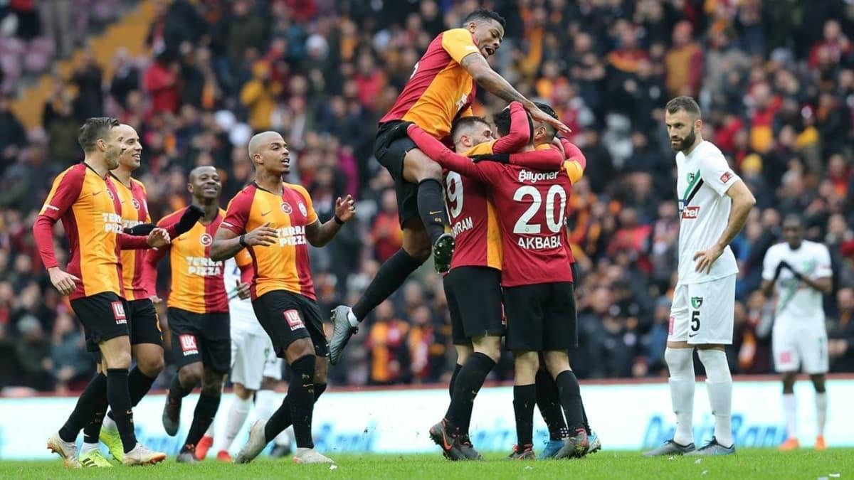 Galatasaray'da 8 futbolcuyla yollar ayrılıyor