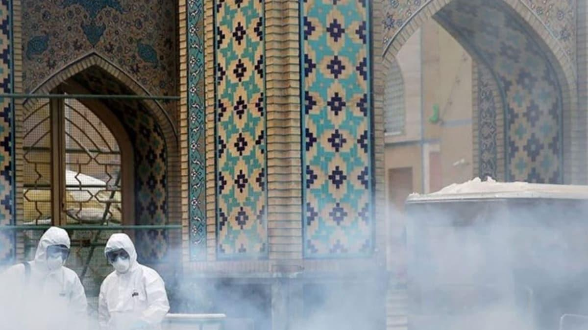 İran'da Kovid-19 nedeniyle dini mekanların kapatılmasına tepki