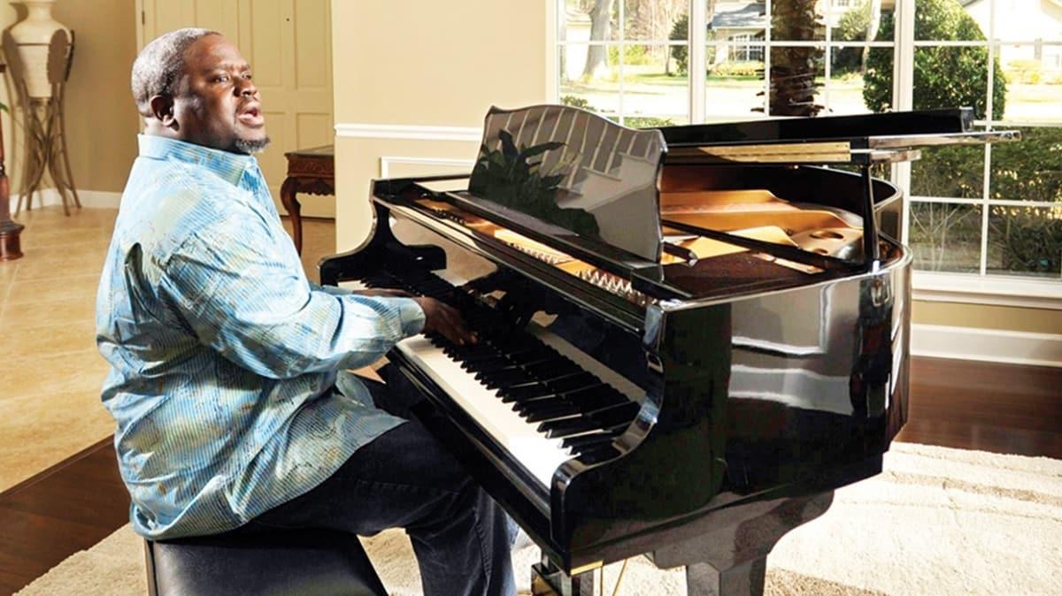 Grammy adayı 'kilise şarkıcısı' Troy Sneed koronavirüse yenildi