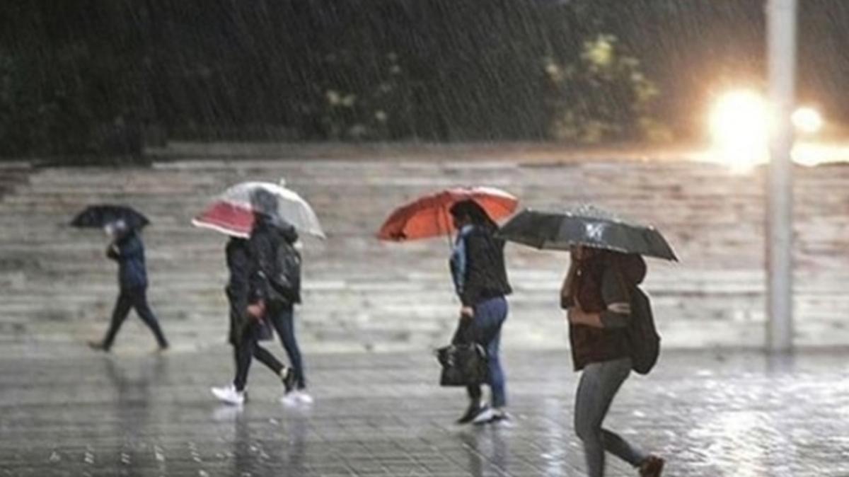 İstanbul Valiliği'nden uyarı: Mayıs ayının ilk haftası bol yağışlı geçecek