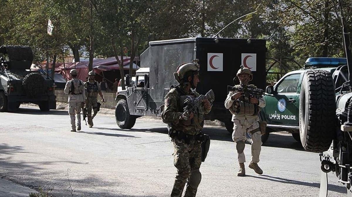 Afganistan'da camiden çıkan sivillere bombalı saldırı: 3 ölü