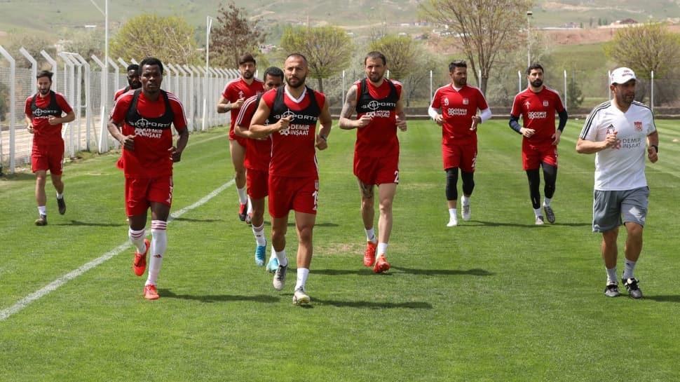Sivasspor 2 günlük iznin ardından çalışmalarına tekrar başladı