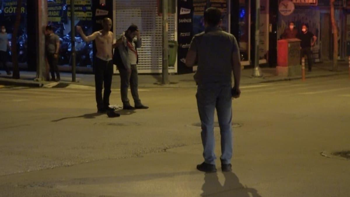 Polisin geldiğini görünce yoldan geçen genci elindeki cam parçası ile rehin aldı