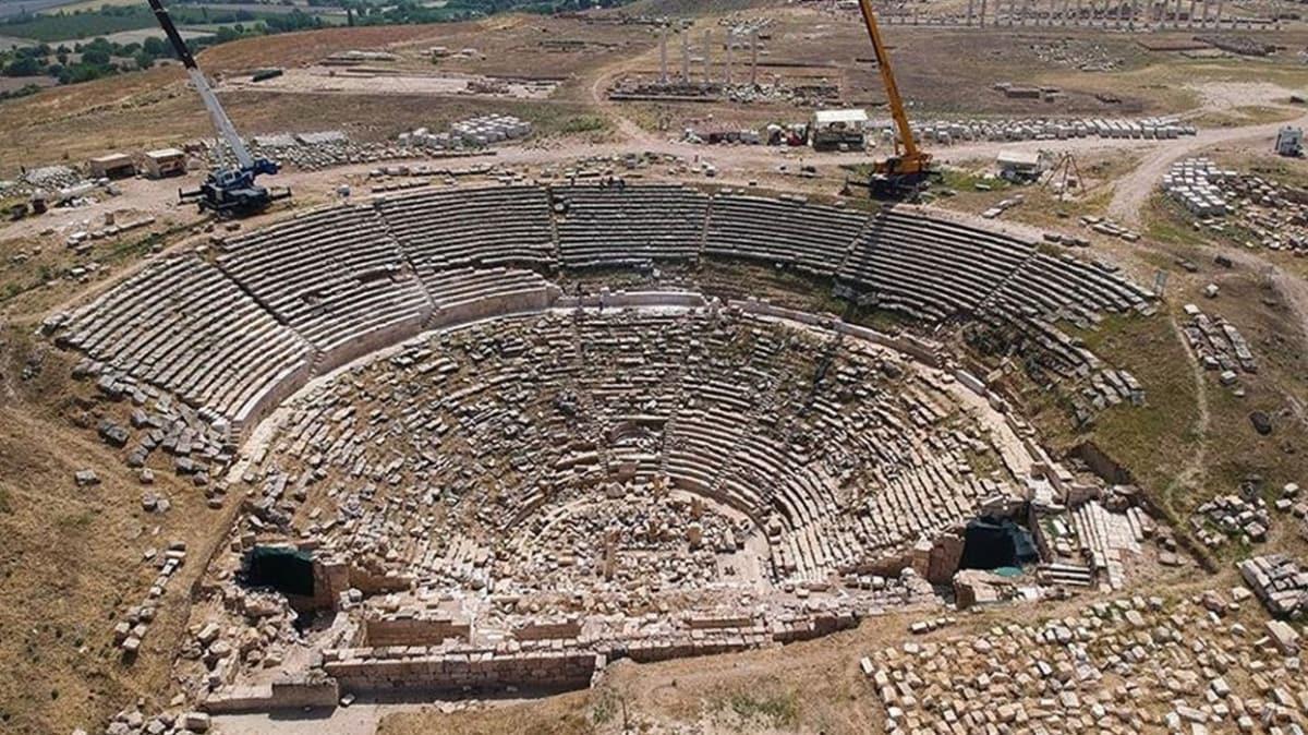 Laodikya Antik Kenti'ndeki 2 bin 200 yıllık tiyatro ziyaretçilerini ağırlamaya hazırlanıyor
