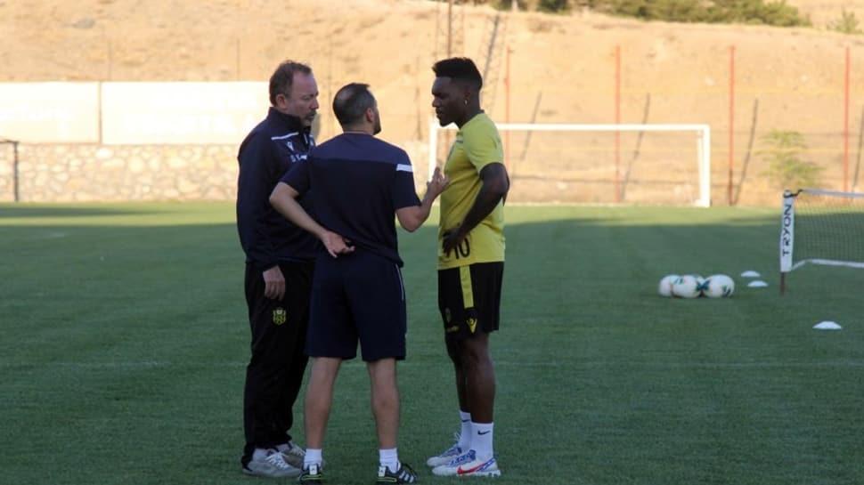 Beşiktaş'ın gündemindeki Thievy Bifouma ve Gökhan Töre için resmi açıklama geldi