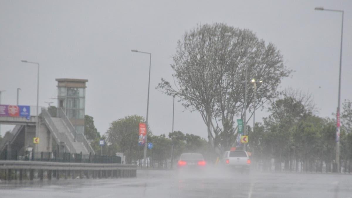 İstanbullular güne yağışla uyandı
