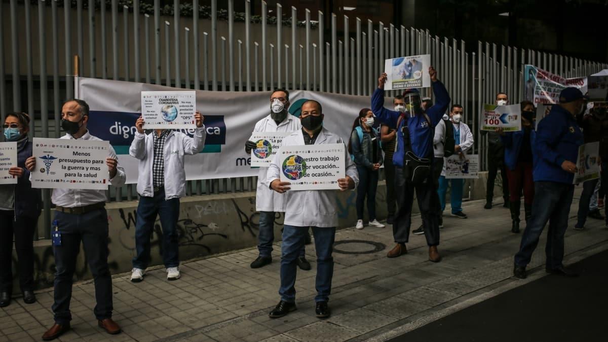 Yer: Kolombiya! Maaşları geciken sağlık çalışanlarından protesto