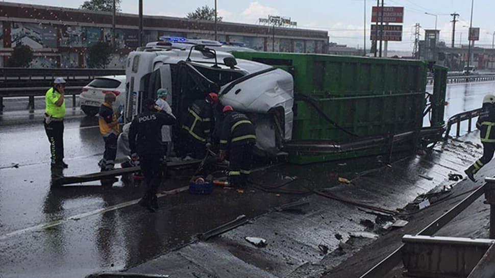 Gebze'de çöp kamyonu devrildi: 1 ölü, 1 yaralı
