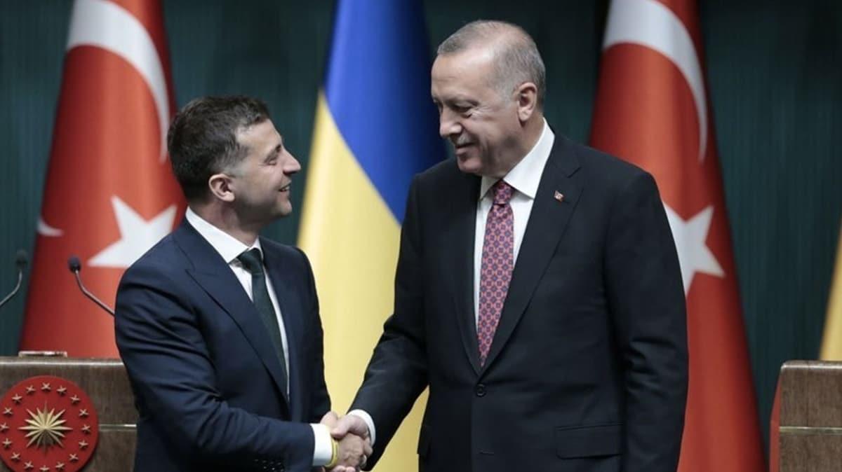 Ukrayna Devlet Başkanı Zelenskiy'nin partisi Türkiye'ye yardım paketleri için teşekkür etti