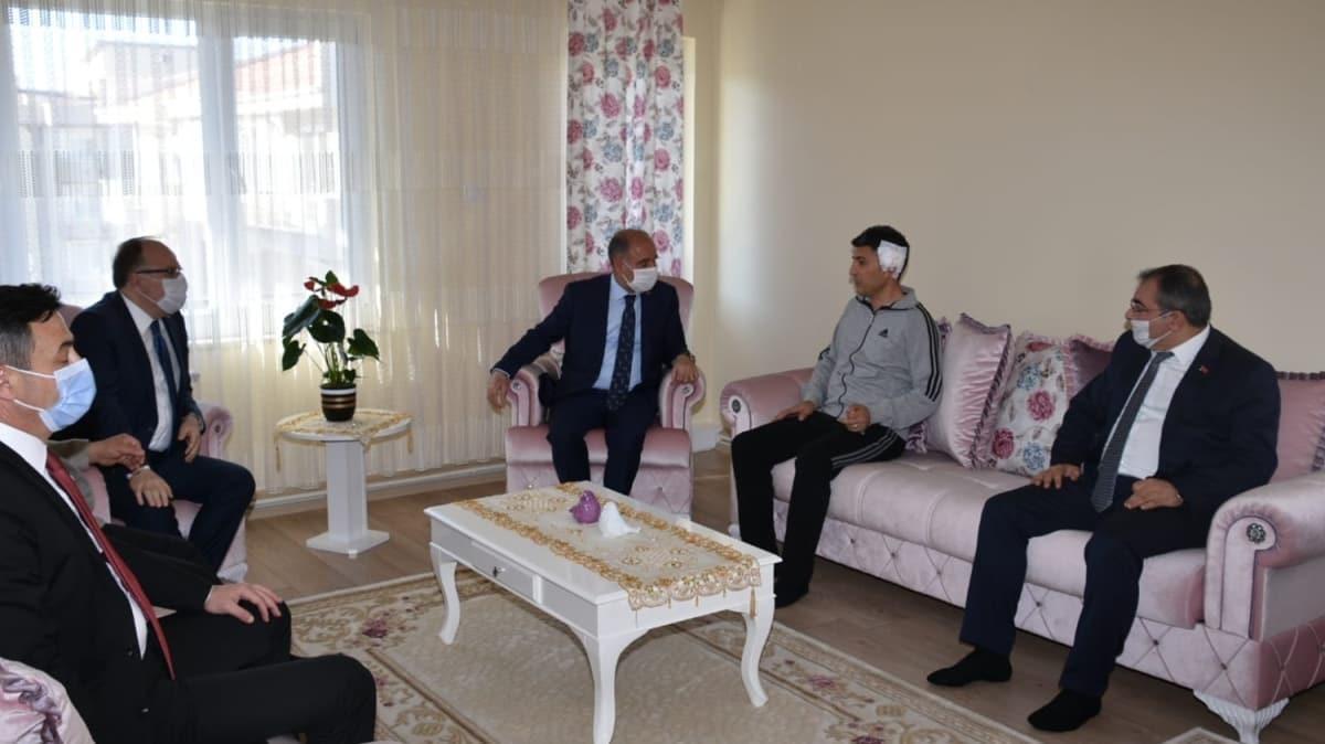 Emniyet Genel Müdürü Aktaş, Afyonkarahisar'da saldırıya uğrayan polis memurunu ziyaret etti
