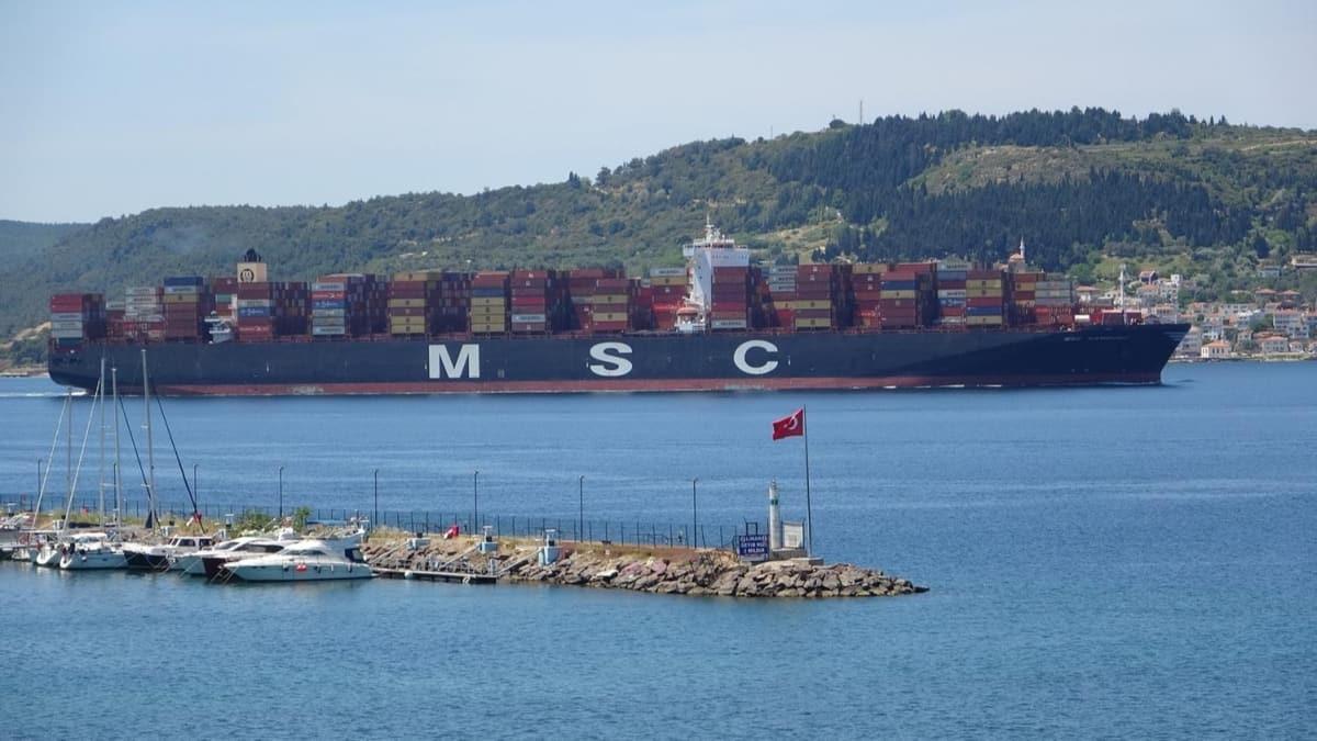 400 metre uzunluğundaki MSC Hamburg konteyner gemisi Çanakkale Boğazı'ndan geçti