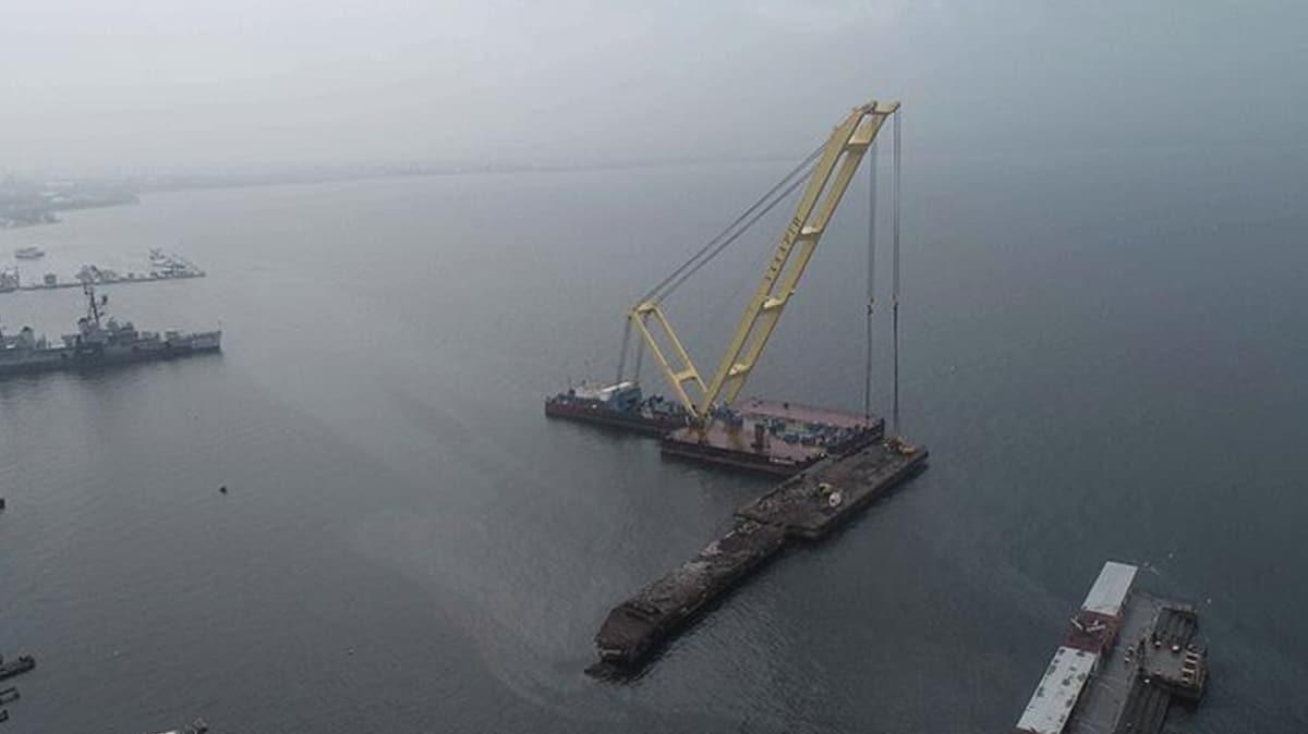 17 Ağustos depreminin denizdeki izi olan iskele yıkıldı