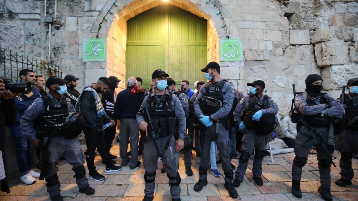 İşgal altındaki Kudüs'te bayram namazı Kovid-19'un gölgesinde kılındı