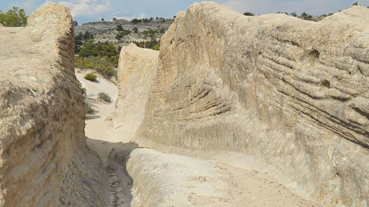 Frigya'da 'Kral Yolu' olarak da bilinen 'Antik Yol'un gizemli izleri dikkat çekmeye devam ediyor