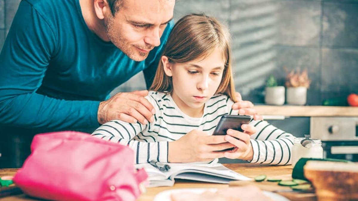 Çocuklar salgın günlerini sosyal medyada harcıyor