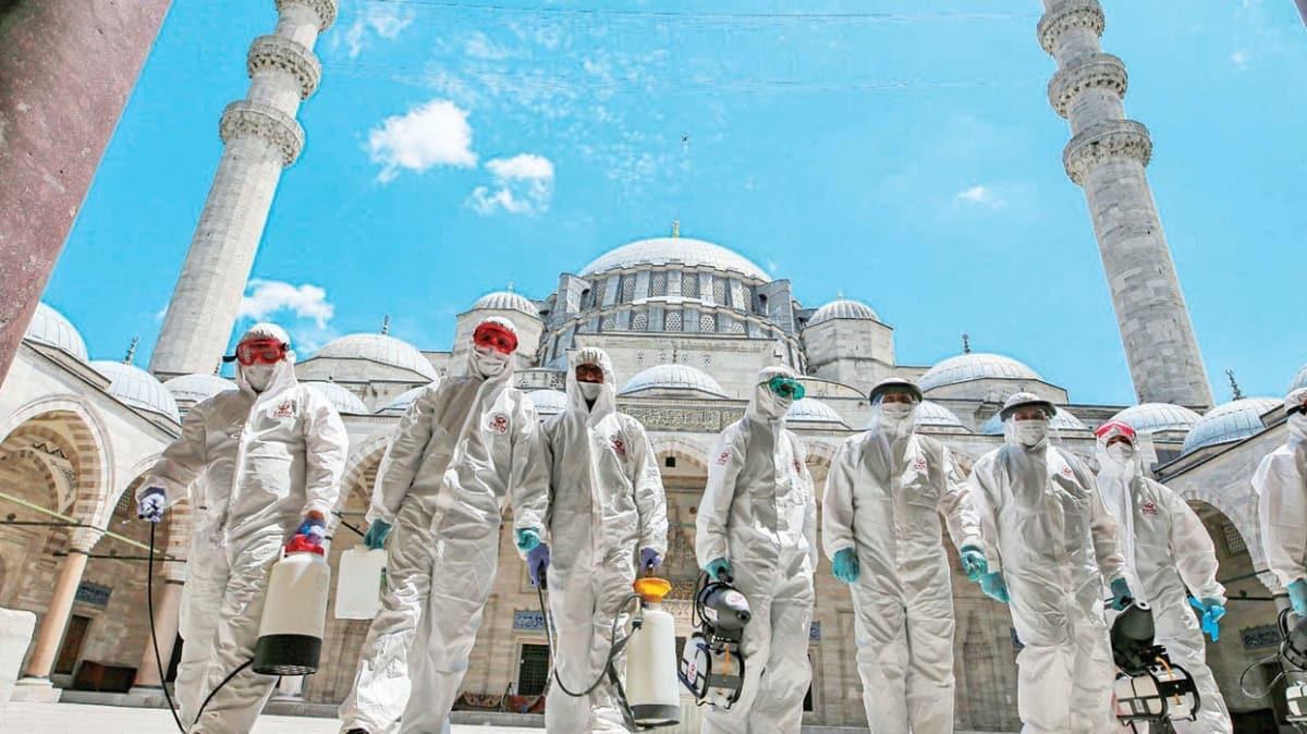 Camiler sosyal mesafeli ilk cumaya hazırlanıyor