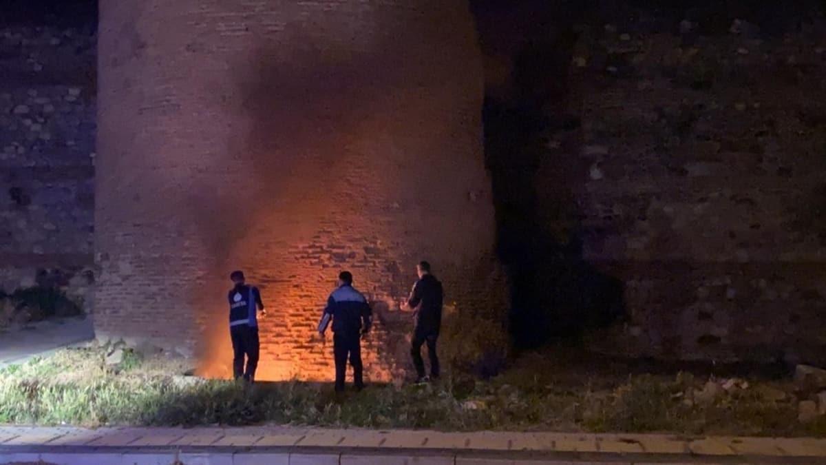 Bursa'da 1800 yıllık surları ateşe verdiler