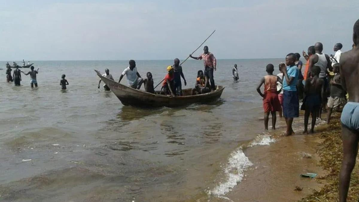 Nijerya'da kano alabora oldu: 15 ölü
