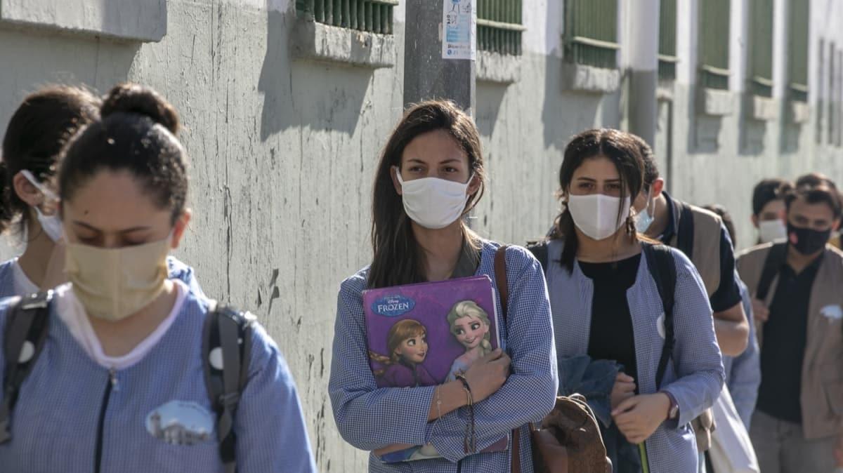 Tunus'ta okullar iki ay sonra açıldı