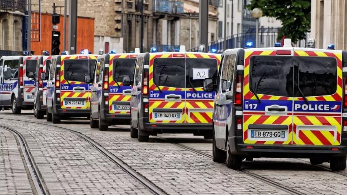 Burası Fransa... Polisi görüntüleyene ceza geliyor!